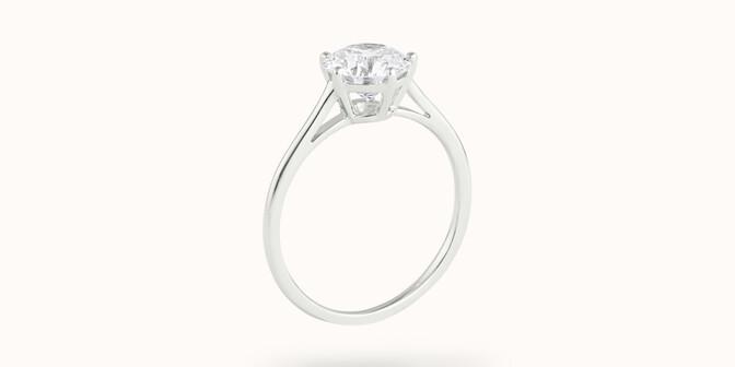 Bague solitaire cinq griffes - Or blanc 18K (1,80 g), diamant 0,5 ct - Côté