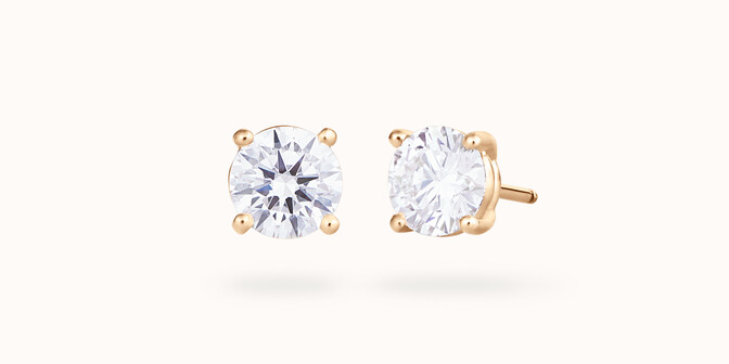Boucles d'oreilles quatre griffes - Or jaune 18K (2,00 g), 2 diamants 0,60 ct - Courbet