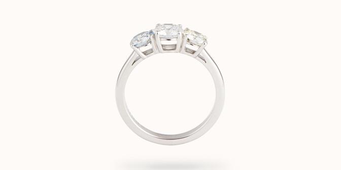Bague solitaire Trio - Or blanc 18K (4,90 g), 3 diamants 2 cts - Profil - Courbet