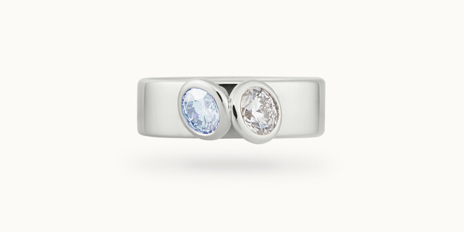 Bague 2 Courbet - Or blanc 18K (7,00g), 2 diamants (1 bleu) 1ct - Face