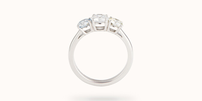 Bague solitaire Trio - Or blanc 18K (4,30 g), 3 diamants 1,45 cts - Profil - Courbet