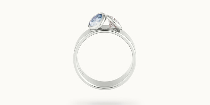 Bague 2 Courbet - Or blanc 18K (7,00g), 2 diamants (1 bleu) 1ct - Profil - Courbet