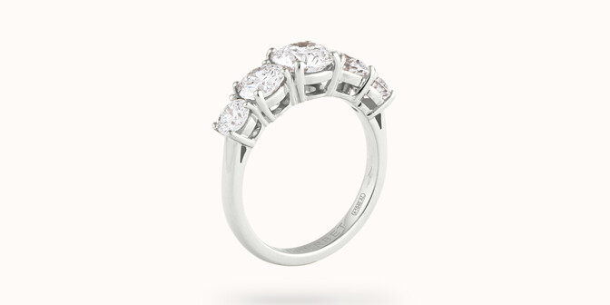 Bague solitaire Quintet - Or blanc 18K (4,50 g), 5 diamants 1,20 cts - Côté - Courbet