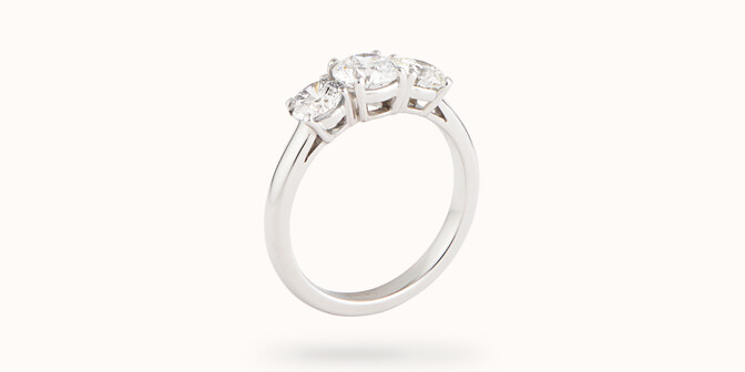 Bague solitaire Trio - Or blanc 18K (4,30 g), 3 diamants 1,45 cts - Côté - Courbet