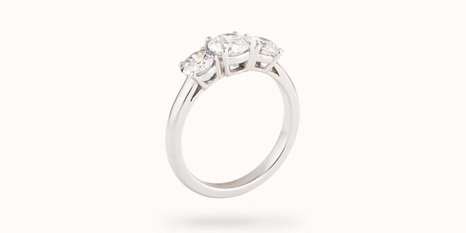 Bague solitaire Trio - Or blanc 18K (4,90 g), 3 diamants 2 cts - Côté - Courbet