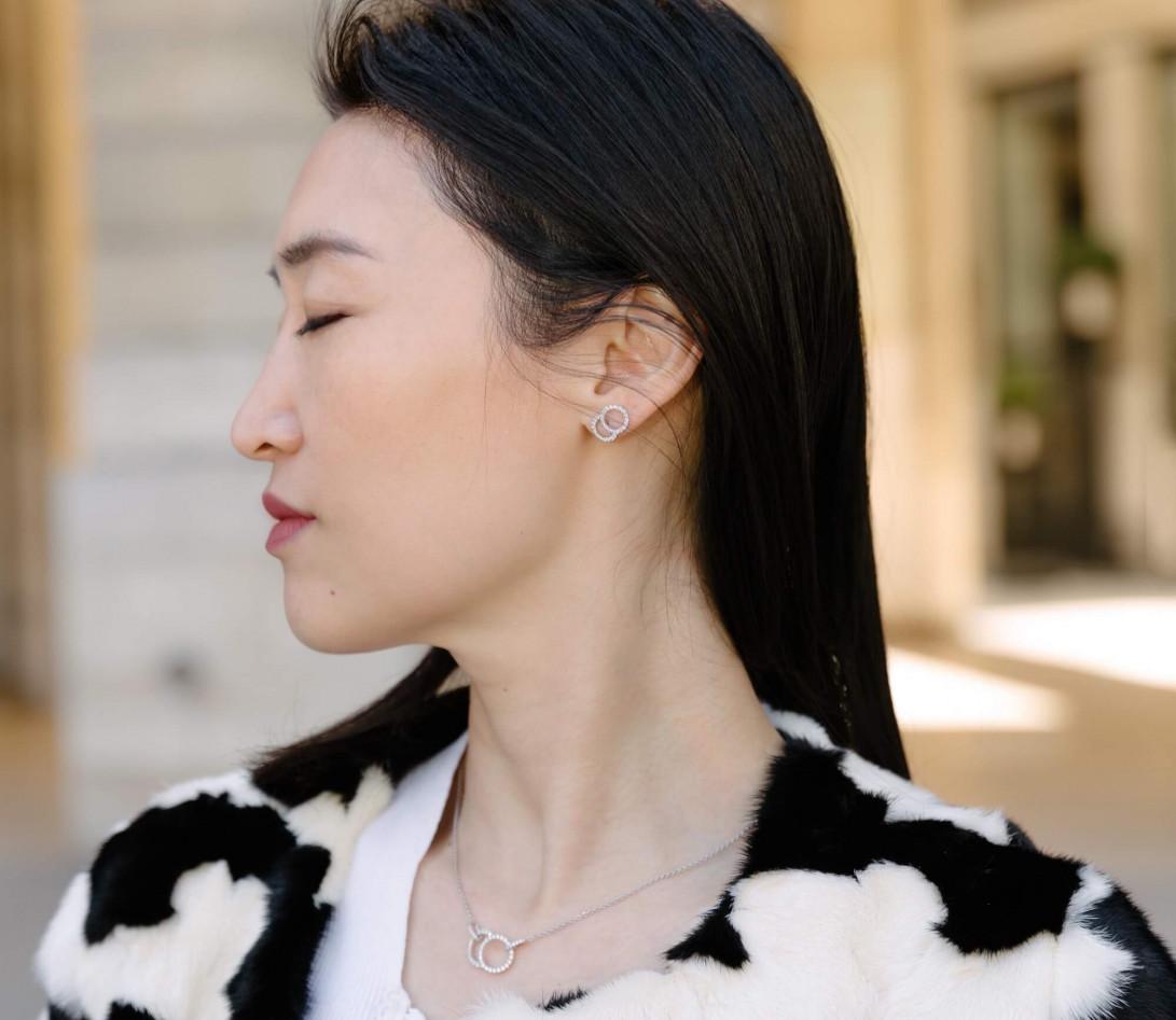 Boucles d'oreilles puces CELESTE GM pavées en or blanc - Vue 2