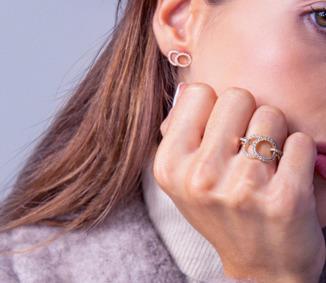 Boucles d'oreilles puces CELESTE GM pavées en or rose - Vue 4