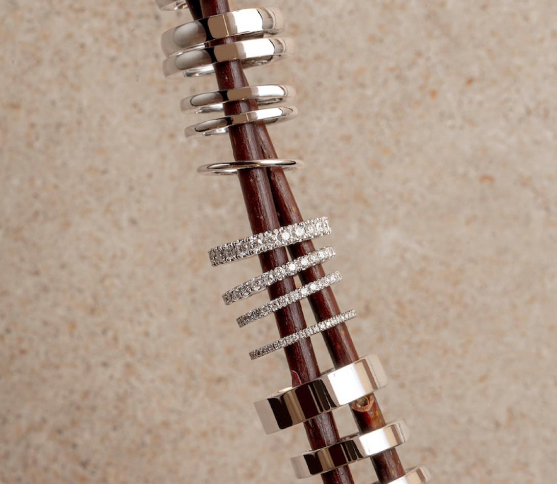 Alliance demi-pavée (2,3 mm) - Or blanc 18K (2,90 g), diamants 0,40 ct - Porté 2